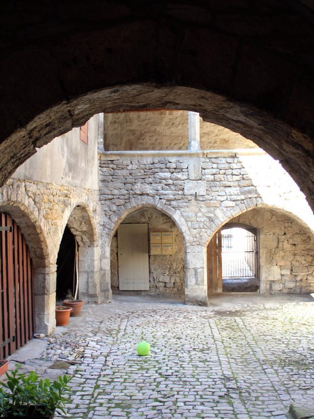 Cour de l'ancienne sinagogue